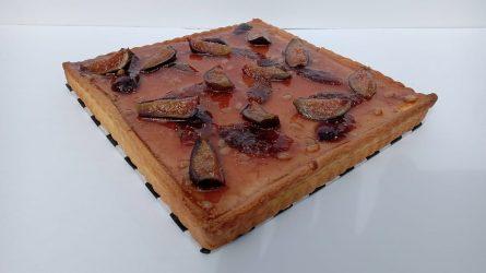 Tarta de Queso Ricota con Higos y Piñones